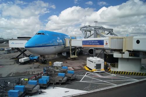 Gate F5 met ons vliegtuig