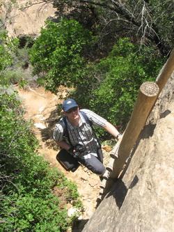 Een van de twee trappen tijdens de Cave Spring trail