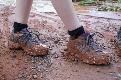 Onze schoenen zaten onder