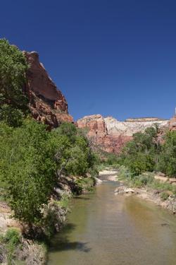 De rivier de andere kant op