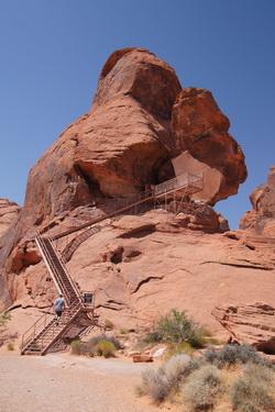 Bouko beklimt de trap bij Atlatl Rock