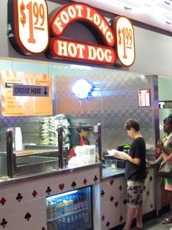 Even een hot dogje halen