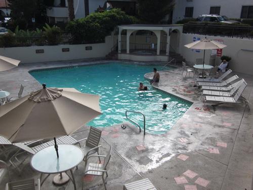 Zwembad bij ons hotel