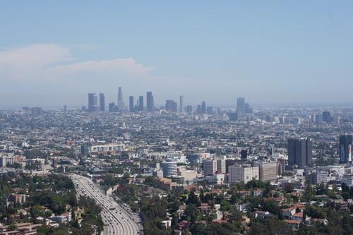 Uitzicht over LA vanaf Hollywood Bowl Overlook